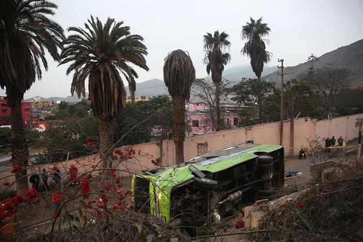 El autobús transportaba a turistas de varias nacionalidades. (Foto Prensa Libre: EFE)