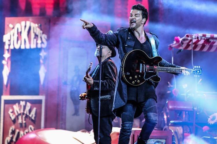 Arjona derrochó energía en el escenario y cantó en su tierra