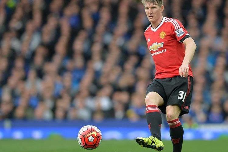 El ahora jugador del Manchester United, Bastian Schweinsteiger emprenderá acciones legales en contra de la compañía. (Foto Prensa Libre. Hemeroteca PL)