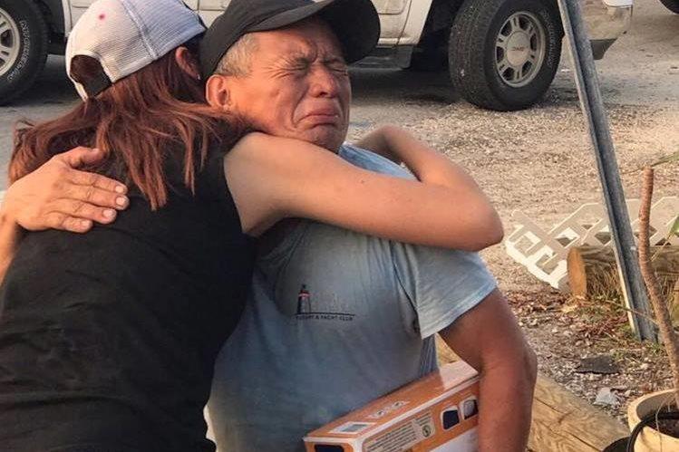 La ayuda para decenas de damnificados por el huracán Irma en Florida ha llegado gracias al guatemalteco Julio Meléndez. (Foto Prensa Libre: Vane Lozano)