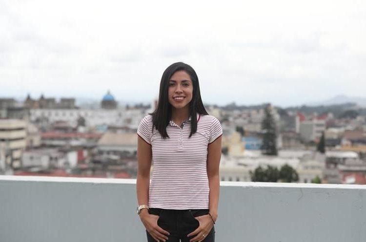 Ana Lucía Martínez, legionaria guatemalteca, concede una entrevista a Tododerpotes de Prensa Libre, el lunes 4-6-2018. (Foto de Francisco Sánchez).