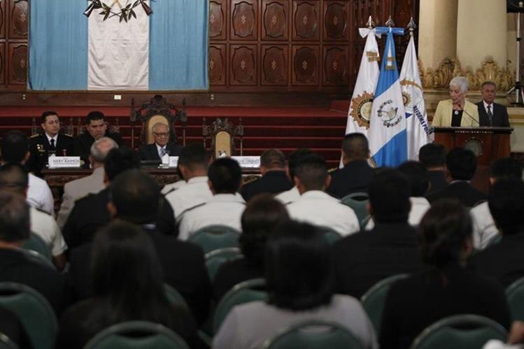 El acto de presentación del informe de la comisón fue en el Palacio Nacional de la Cultura. (Foto Prensa Libre: Paulo Raquec)