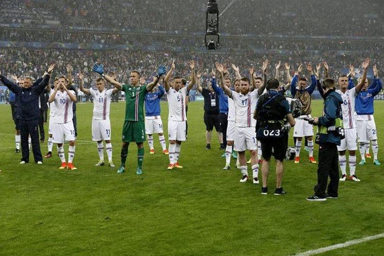 Los jugadores islandeses se ganaron el respeto de la afición mundial. (Foto Prensa Libre: EFE)
