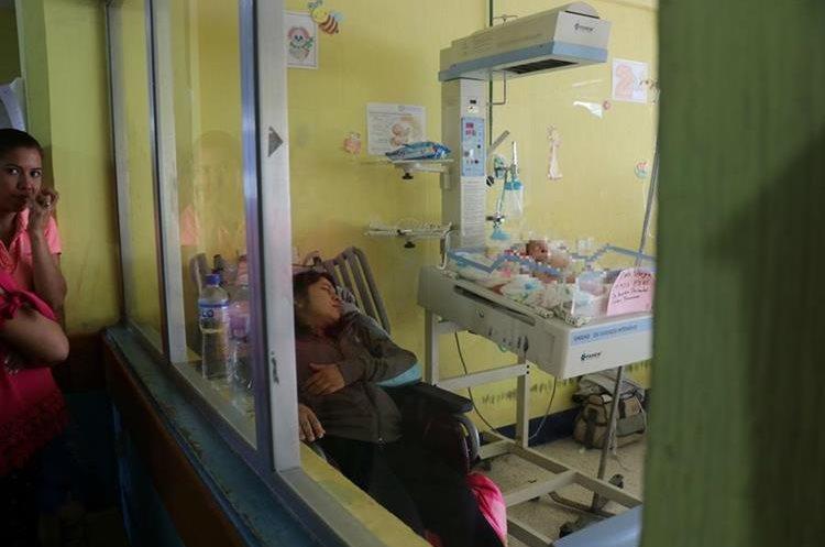 La hija de Francisco Gutiérrez permanece en el área de pediatría del Hospital Nacional de Jalapa. (Foto Prensa Libre: Hugo Oliva)