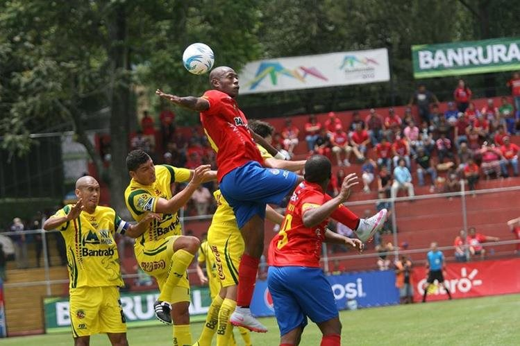Municipal logró su primera victoria del torneo. (Foto Prensa Libre: Jesús Cuque)