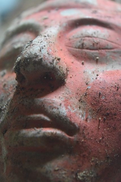 Joya principal tallada, que representaba quizá al gobernante mismo.(Foto Prensa Libre: Cortesía de Proyecto Arqueológico Waka´y Ministerio de Cultura y Deportes de Guatemala)