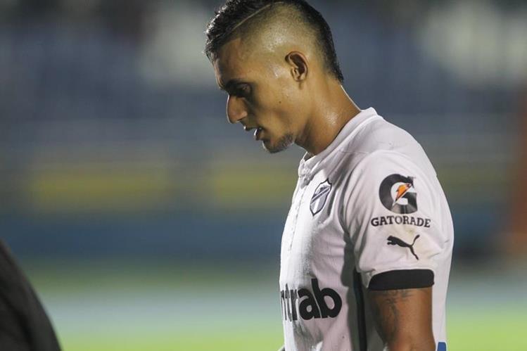 Jorge Aparicio, mediocampista de Comunicaciones, es uno de los jugadores que logró consolidarse en el equipo mayor y que sufrió por la eliminación contra Suchitepéquez (Foto Prensa Libre: Hemeroteca PL)