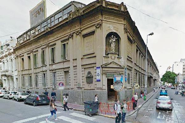 El insólito accidente ocurrió en el Colegio San José de Buenos Aires, Argentiana. (FotoPrensa Libre:Google Street View).