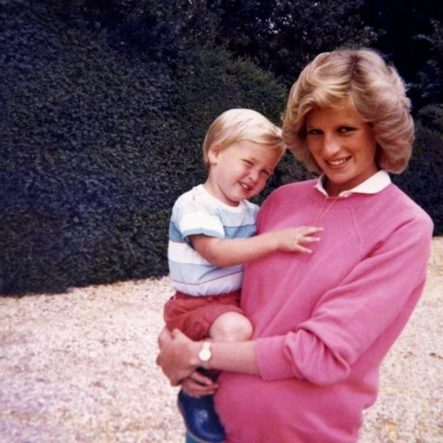 Junto a William cuando estaba embarazada de su segundo hijo. DUQUE DE CAMBRIDGE Y PRÍNCIPE HARRY
