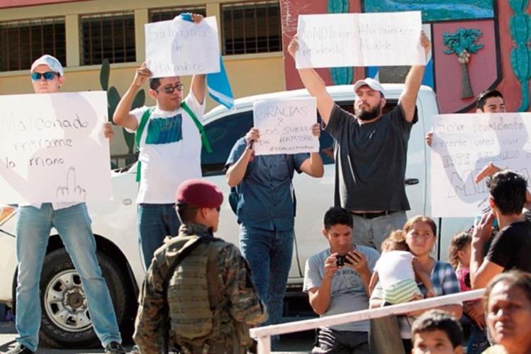 Vecinos los municipios durante una manifestación de apoyo a los salarios diferenciados.