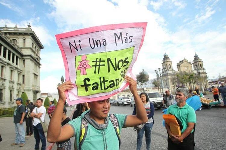 Consignas de repudio y dolor llevaron los ciudadados por la muerte de 39 niñas en Hogar Seguro