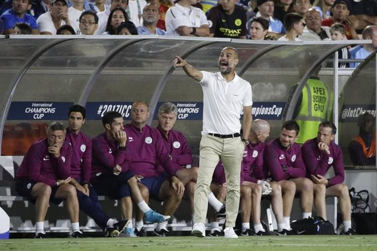 Pep Guardiola espera que su equipo encuentre un buen nivel previo al inicio de temporada. (Foto Prensa Libre: AFP)