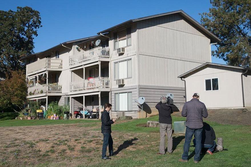 Vista del edificio donde vivía Chris Harper, donde se recuperaron 13 armas de fuego. (Foto Prensa Libre: AFP).