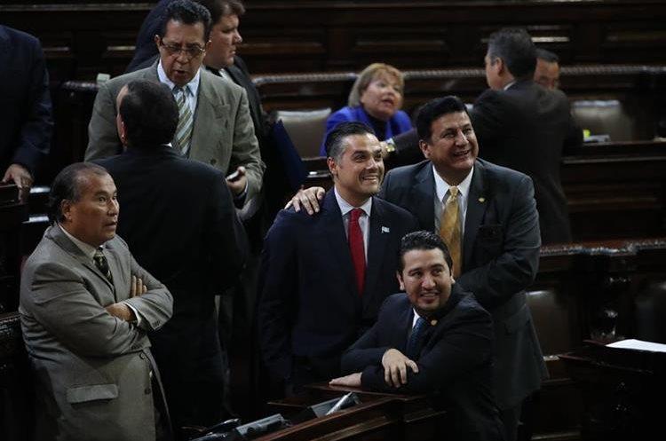 El diputado Luis Hernández Azmitia se limitó en sus declaraciones argumentando que espera la notificación de la CC. (Foto Prensa Libre: Hemeroteca PL)