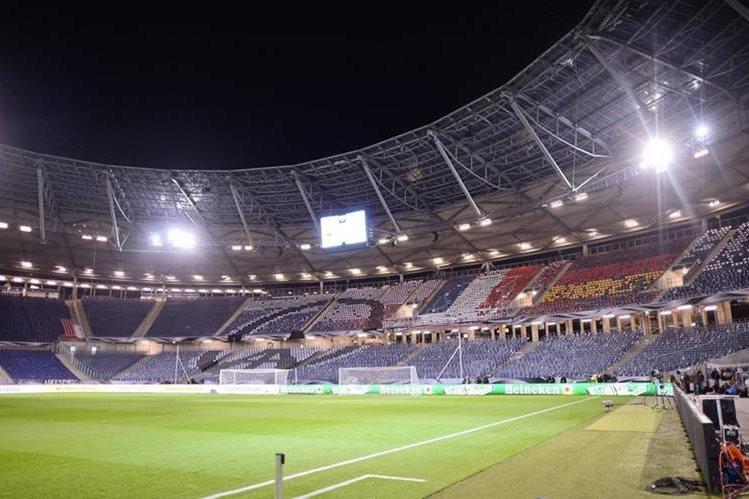 Vista general del estadio HDI-Arena en Hannover en Alemania después de la cancelación del partido amistoso entre Alemania y Holanda por razones de seguridad. (Foto Prensa Libre: EFE)