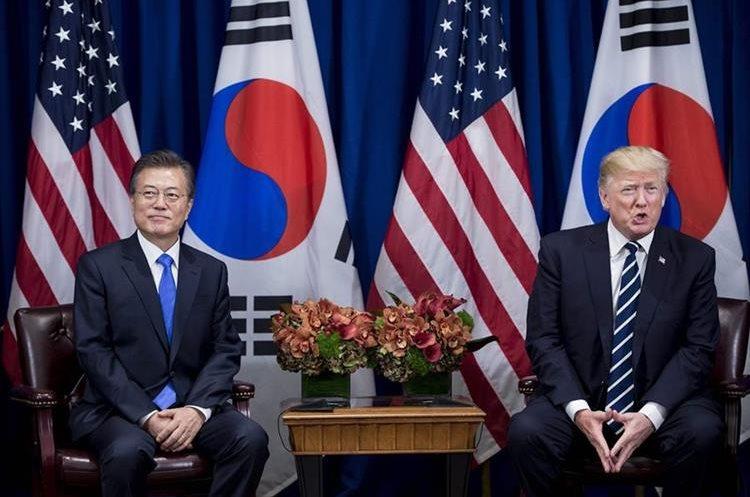 Los mandatarios de de Corea del Sur, Moon Jae-in, y de Estados Unidos, Donald Trump, esperan una reunión en el Palacio Hotel durante la Asamblea General de la ONU.(AFP).
