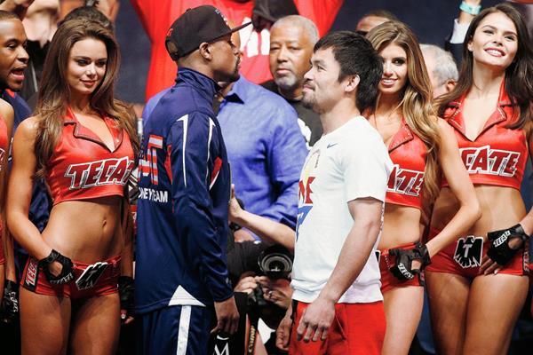 Floyd Mayweather yManny Pacquiao en el pasaje realizado el viernes en las Vegas. (Foto Prensa Libre: AFP)