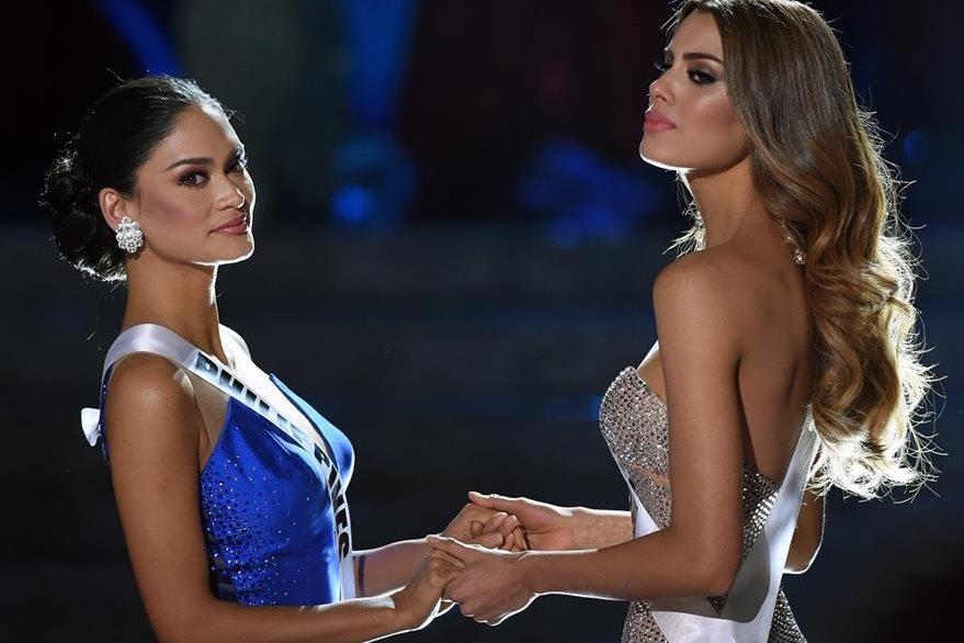Alonzo y Gutiérrez, en la final de Miss Universo 2015, el pasado 20 de diciembre (Foto Prensa Libre: AFP).
