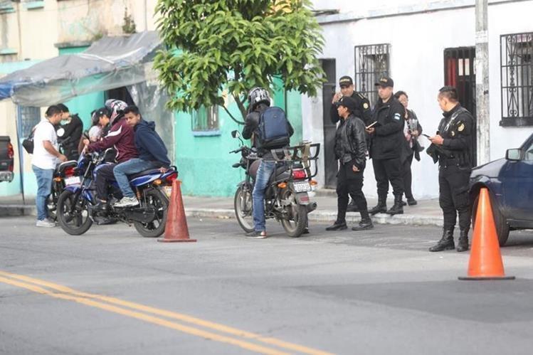 PNC realiza operativos contra banda que se dedica al robo de celulares.(Foto Prensa Libre: Erick Ávila)