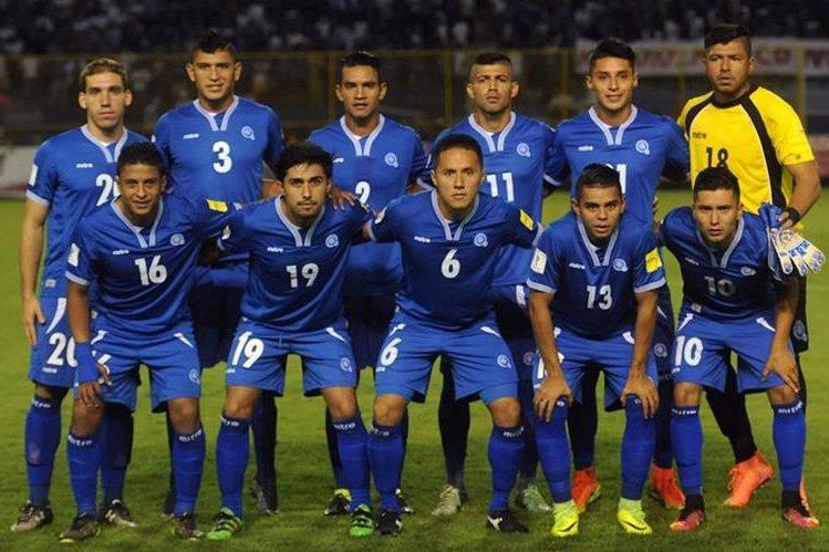 El Salvador no pudo en casa frente a México y se despidió de la eliminatoria. (Foto Prensa Libre: Hemeroteca PL)