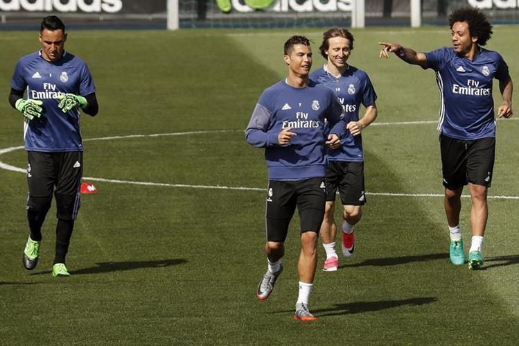 Keylor, Cristiano, Modric y Marcelo durante el entrenamiento de este viernes en Valdebebas. (Foto Prensa Libre: EFE)