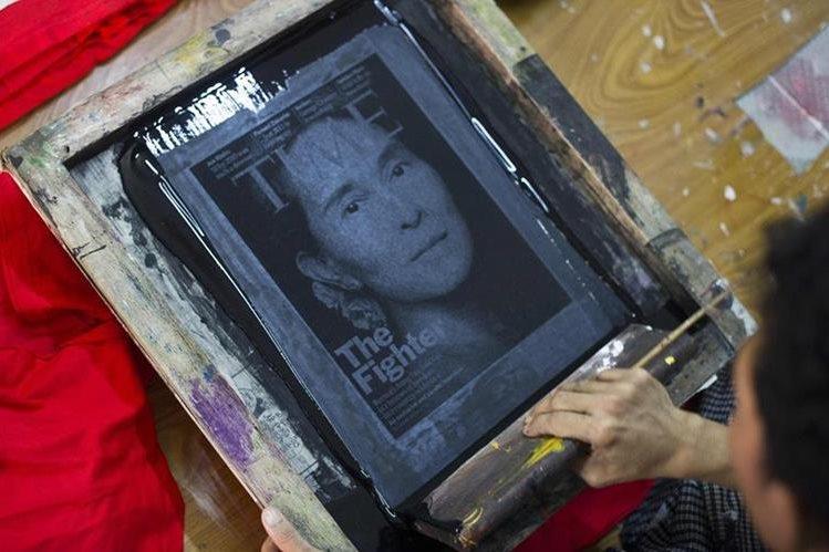 Aung San Suu Kyi, líder opositora y nobel de la paz. (Foto Prensa Libre: AFP).