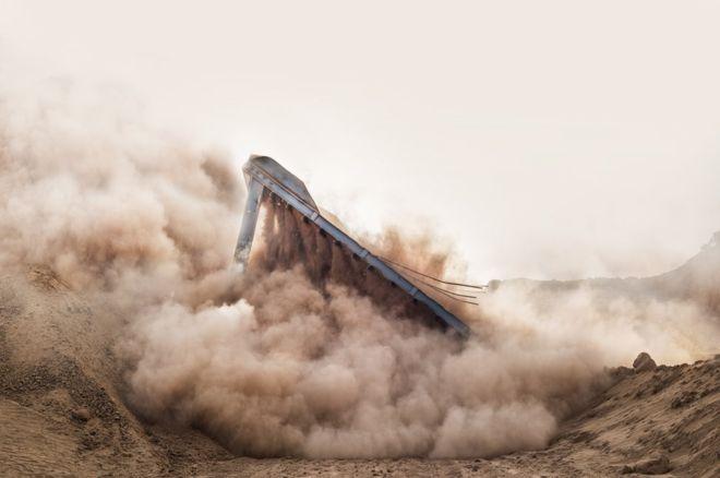 """""""Tomé esta foto de una demolición"""", en Sokhna, Egipto, cuenta Barbara Rossi. """"Aquí se muestra la transformación, la acción y la belleza"""". BARBARA ROSSI"""