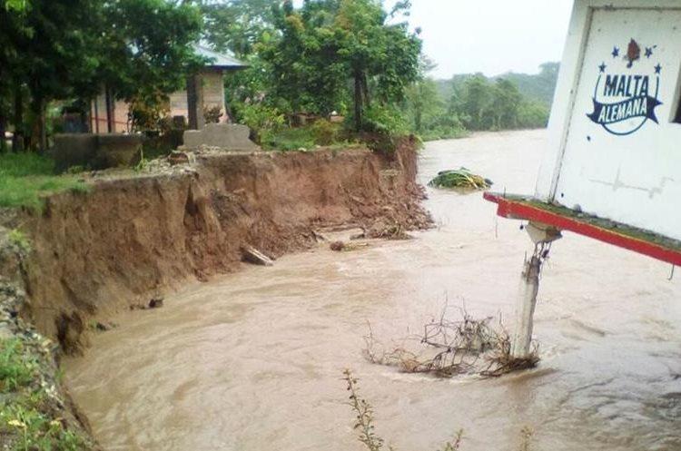 Uno de los inmuebles que fue dañado por el desbordamiento del río Xacbal, en Ixcán, Quiché. (Foto Prensa Libre: Héctor Cordero)