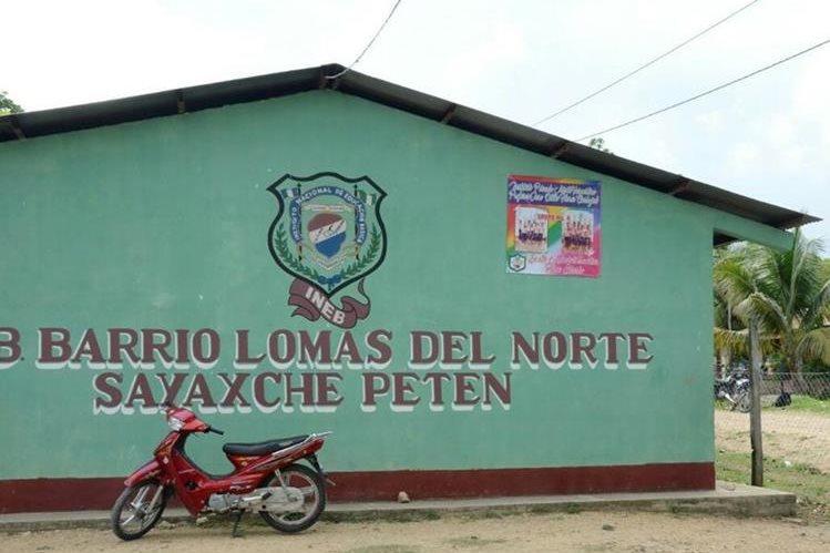 Escuela en Sayaxché, Petén, donde sujetos intentaron secuestrar a un niño. (Foto Prensa Libre: Rigoberto Escobar)