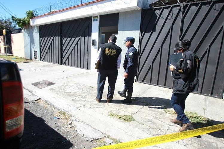 Un hombre fue encontrado muerto en su vivienda en la colonia El Maestro. (Foto Prensa Libre: Érick Ávila)