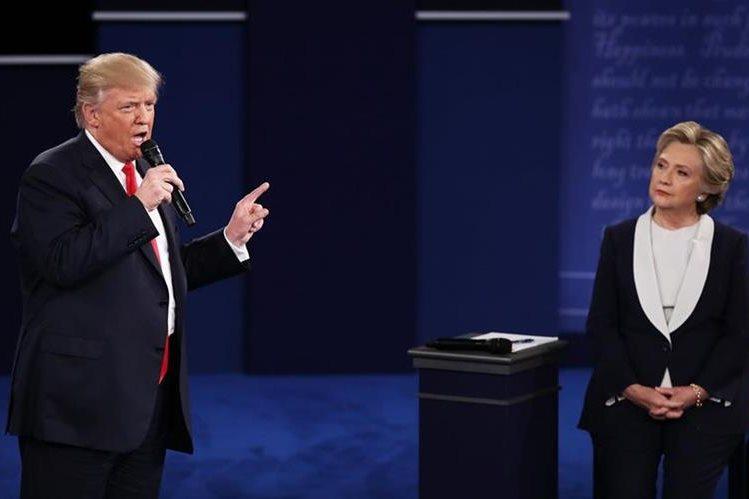 Trump amenazó con llevar a prisión a Clinton, por uso de correos privados. (Foto Prensa Libre: AP)