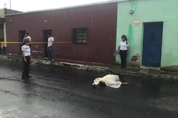 Douglas Porón fue atacado a balazos en la zona 1 de Villa Nueva. (Foto Prensa Libre: CVB)