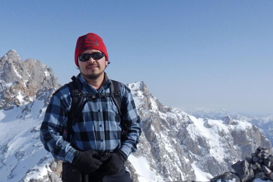 El montañista Christian Rodríguez en la cima de los picos de Europa, España. (Foto Prensa Libre: Christian Rodríguez)