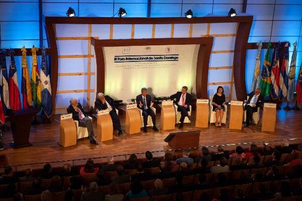 <p>Vista del Foro Internacional Santo Domingo que reune a varios ex mandatarios de la región para analizar diversos tópicos relacionados a la economía.  (Foto Prensa Libre: EFE)</p>