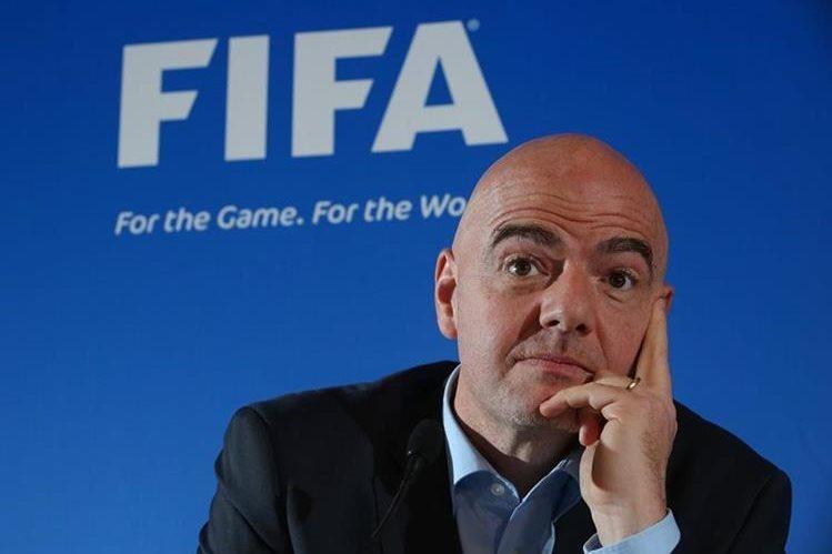 El suizo Gianni Infantino, presidente de la Fifa, desea organizar un Mundial de Clubes con 32 equipos. (Foto Prensa Libre: Hemeroteca)