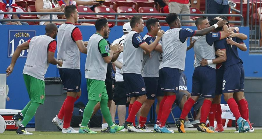 Costa Rica logró un importante triunfo y se clasificó a la siguiente ronda. (Foto Prensa Libre: EFE)