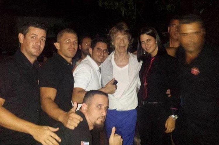 El líder de los Rolling Stones visita Cuba. (Foto Prensa Libre: Tomada de facebook.com/SangriLaBarRestaurantClub)