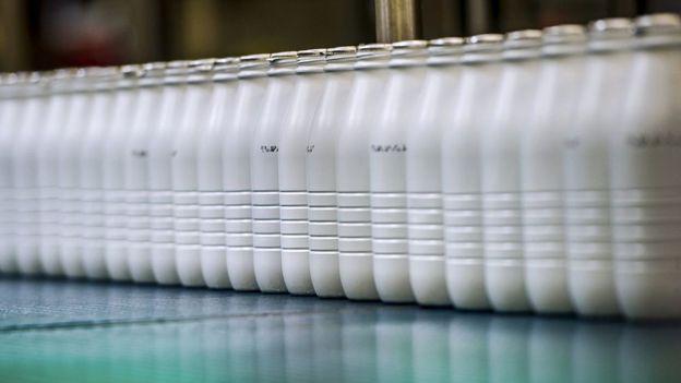 La leche es uno de los productos cuya presentación ha cambiado en países como México y Argentina. GETTY IMAGES