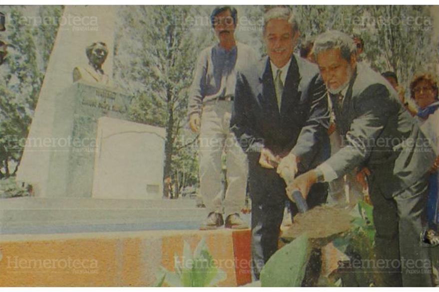 24/3/1998 Óscar Berger, alcalde de Guatemala, inauguró los trabajos de remodelación del Parque Enrique Gómez Carrillo. (Foto: Hemeroteca PL)