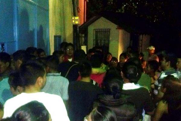 <p>Estudiantes de enfermería exigen que se les den fondos de una beca (Foto: Edwin Perdomo:Prensa Libre)</p><p><br></p>