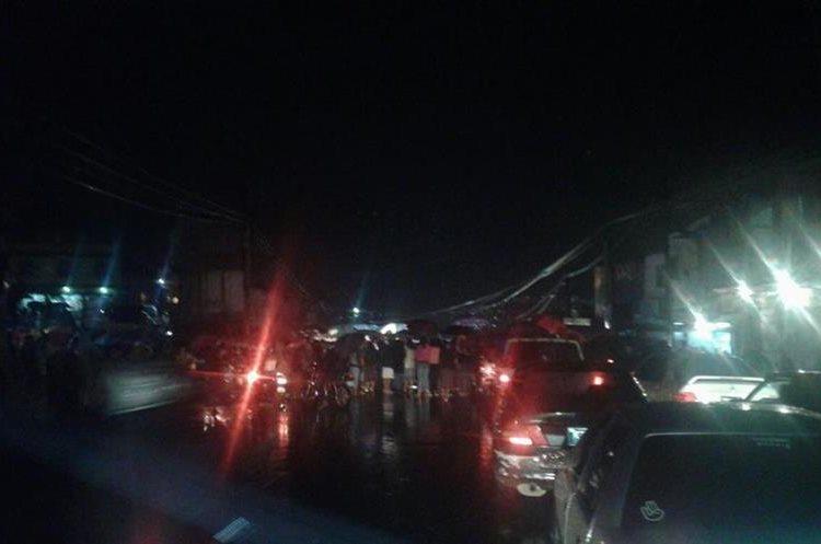 Protesta paraliza el tránsito en avenida Petapa. (Foto Prensa Libre: @SantosDalia).