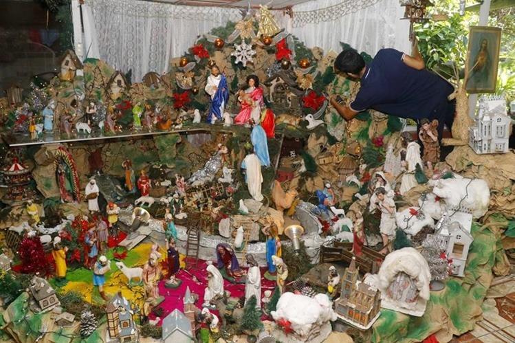 Nacimiento que elabora la familia Mendoza en Retalhuleu. (Foto Prensa Libre: Rolando Miranda).