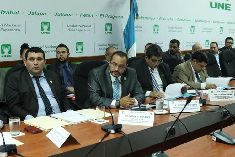 Funcionarios del Maga y la CGC acudieron a una citación al Congreso. (Foto Prensa Libre: Esbin García)