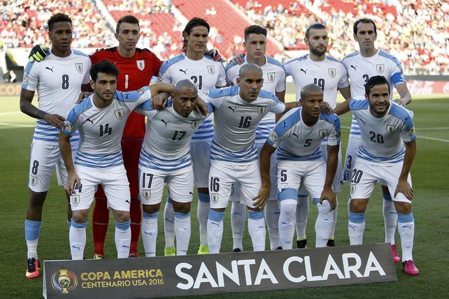 La Selección de Uruguay decepcionó en el torneo de futbol más añejo del mundo. (Foto Prensa Libre: EFE)