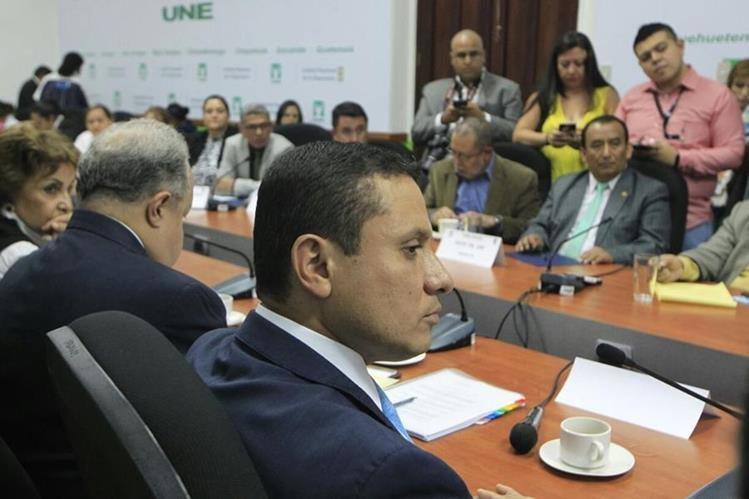 El canciller afirma que diputados oficialistas y viceministros le han sugerido contratar personas. (Foto Prensa Libre: Edwin Bercián)