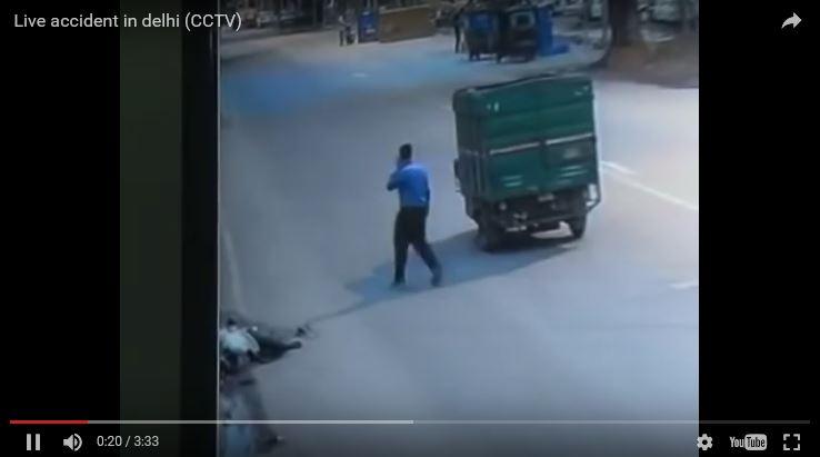 Captura del video que muestra al conductor del camión después del percance. (Foto: YouTube).