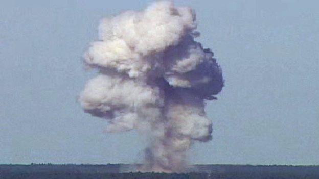 Así detonó la bomba GBU-43/B durante una prueba en Florida (EE.UU.) en 2003. REUTERS