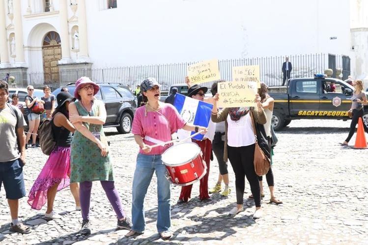 La manifestación pacífica se realizó luego del acto protocolario donde participó el vicepresidente, Jafeth Cabrera. (Foto Prensa Libre: Renato Melgar)
