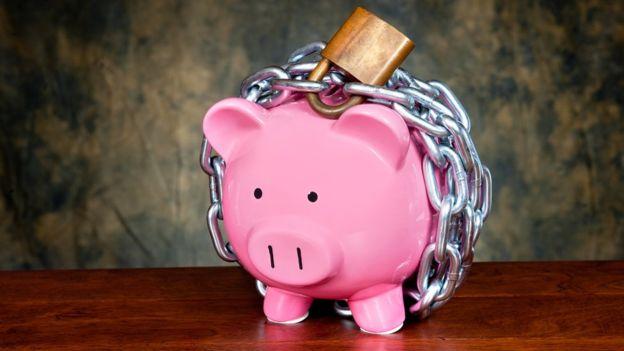 Se recomienda prestar atención al dinero para hacernos más conscientes de nuestros patrones de gasto innecesarios. FOTO. GETTY IMAGES