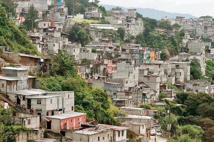 En el país existen tres millones 200 mil familias, y el déficit habitacional es de más de un millón 600 mil unidades.